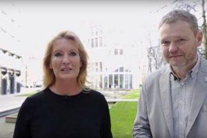 Fernsehmoderatorin Claudia Kleinert im Gespräch mit Hermann Blattner